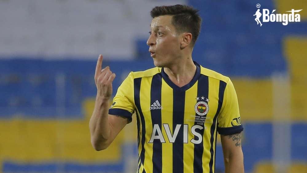 Mesut Ozil ghi bàn thắng đầu tiên sau chia tay Arsenal