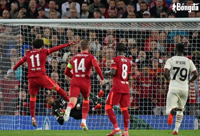 """Pha bóng """"căng đét"""" của Salah khiến thủ môn AC Milan phải phẫu thuật"""
