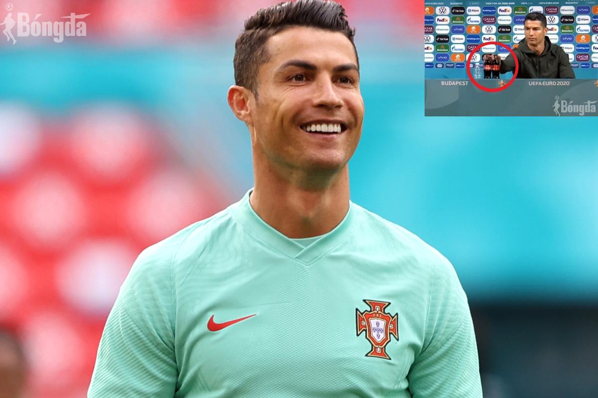 "HOT: Ronaldo làm ""muối mặt"" nhãn hàng Coca Cola"