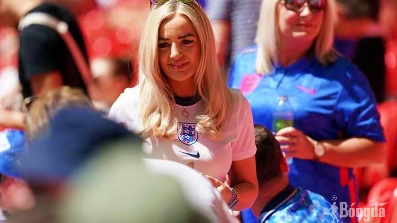 Bên lề EURO 2020: Vợ của Jordan Pickford, Megan Davison và dàn WAG cổ vũ tuyển Anh bằng cách nào?