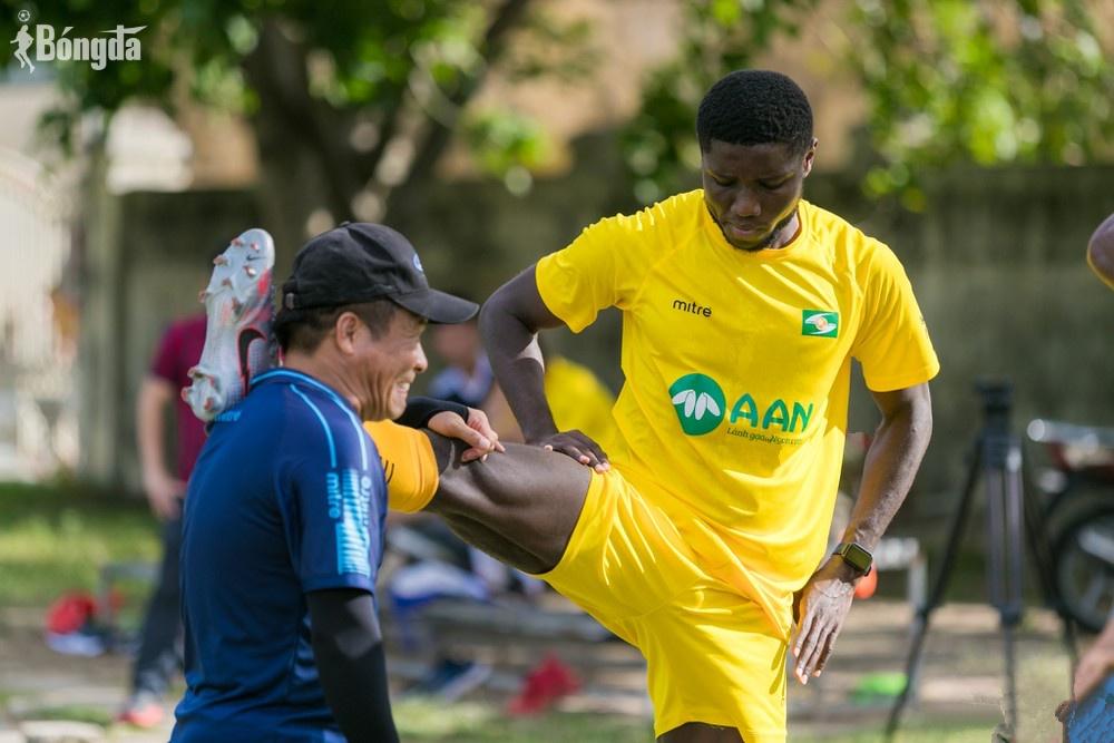 Chuyển  nhượng V-League: Pháo binh Michael Olaha tái xuất trong màu áo của SLNA