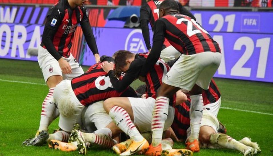 Milan thành công giữ vững vị trí dẫn đầu Serie A trong trận cầu cuối của 2020