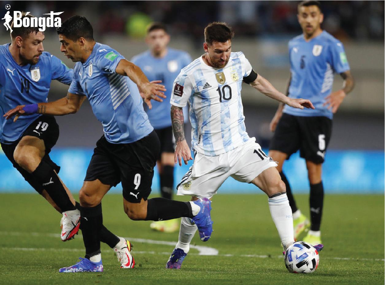 Messi đá như Maradona, vượt qua kỷ lục của Pele, Argentina bám sát Brazil