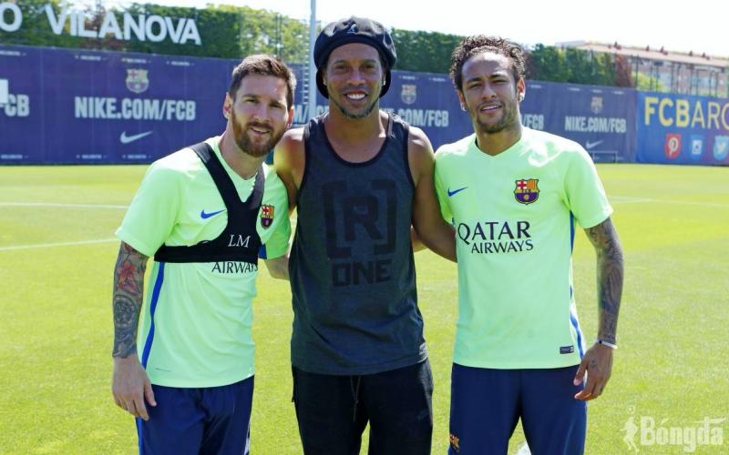 """Phù thuỷ sân cỏ, Ronaldinho và """"tình bạn"""" với Messi, Neymar"""