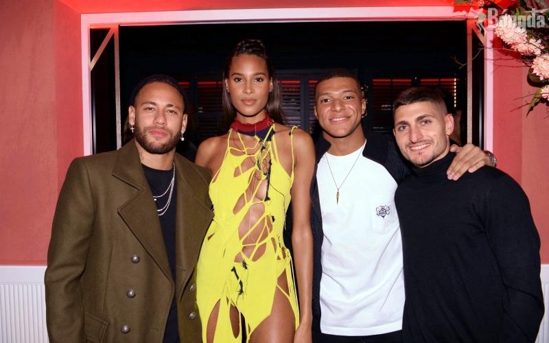 """Neymar, Mbappe """"thác loạn"""" tiệc tùng trước trận thua sốc của PSG?"""