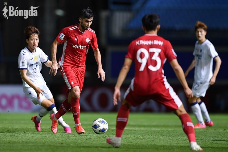 "AFC Champions League 2021: HLV Viettel tiếc nuối trận thua trước ""đại gia"" Ulsan Hyundai"