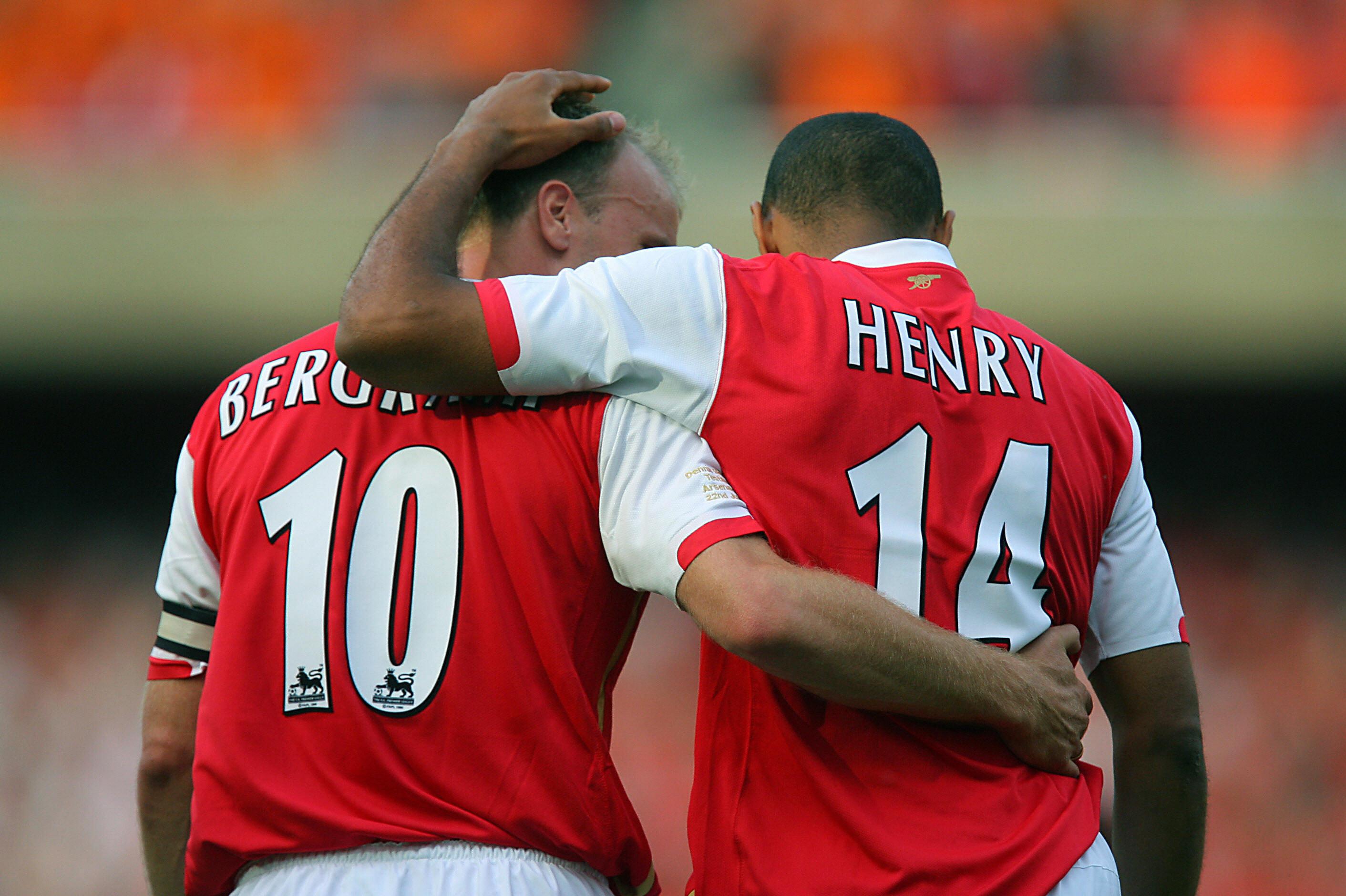 Bộ đôi Thierry Henry và Dennis Bergkamp đứng đầu trong Top cặp đôi tấn công hàng đầu tại Premier League