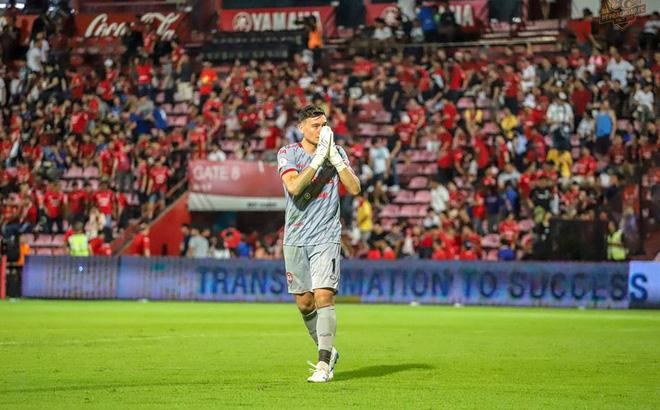 Đặng Văn Lâm xuất sắc, giúp Muangthong Utd phá dớp tại Thai League