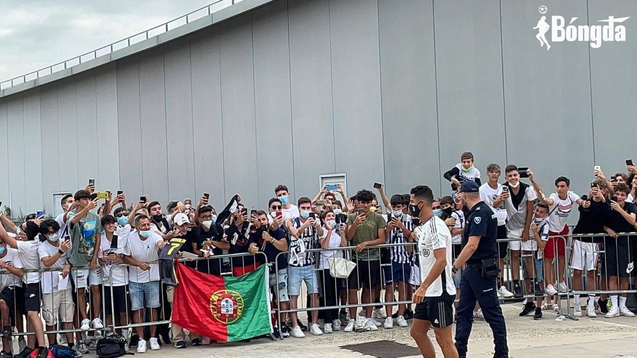 Ronaldo quay lại sân tập đàm phán tương lai với Juventus