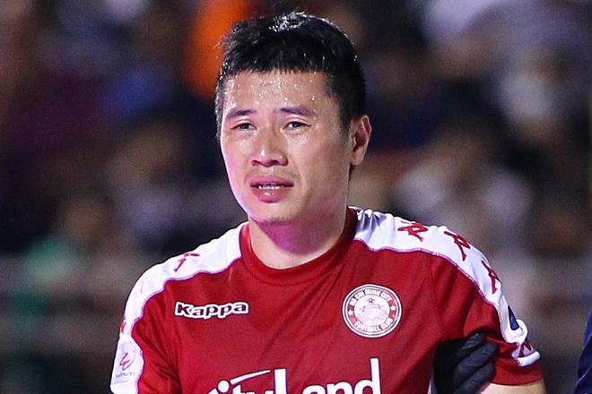 """Thủ quân TP.HCM chấn thương khi """"đá phủi"""", nguy cơ ngồi ngoài lượt đi V-League"""