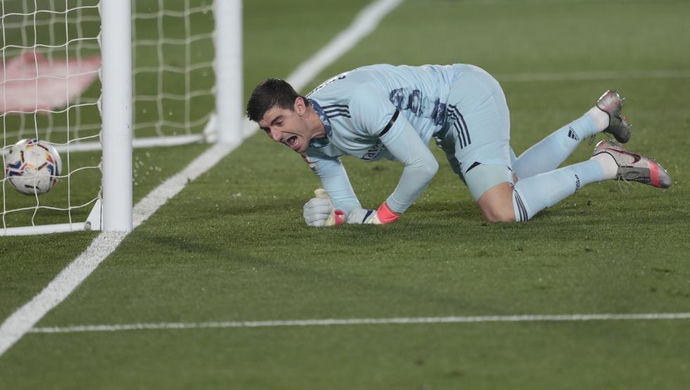Sai sầm của thủ môn Courtois khiến Real Madrid phải trả giá bằng trận thua trước Alaves