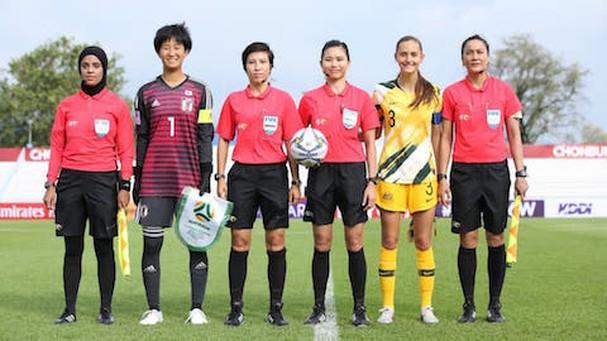 Ba trợ lý trọng tài nữ thay đổi lịch sử bóng đá Việt Nam