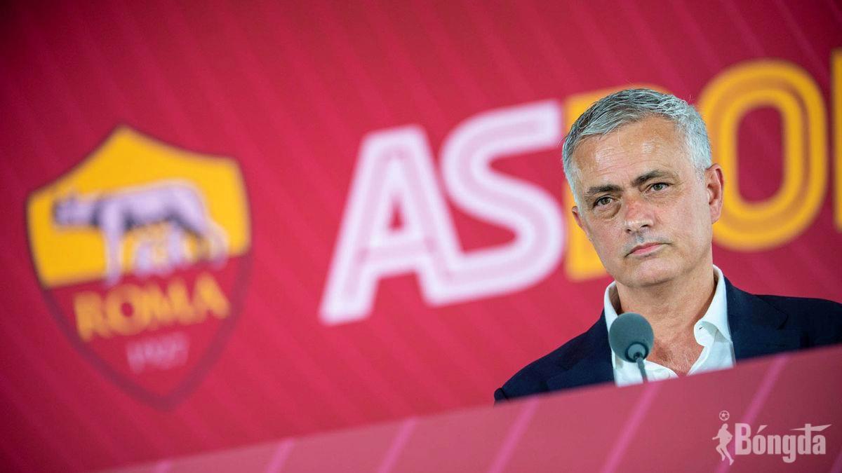 Ngồi ghế nóng AS Roma chưa lâu, Mourinho có nguy cơ bị đánh bật khỏi Serie A