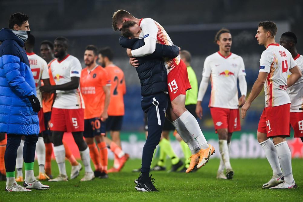 """Alexander Sorloth giúp RB Leipzig níu giữ hi vọng lọt vào vòng 16 đội sau """"tập phim kinh dị"""" với Istanbul Basaksehir"""