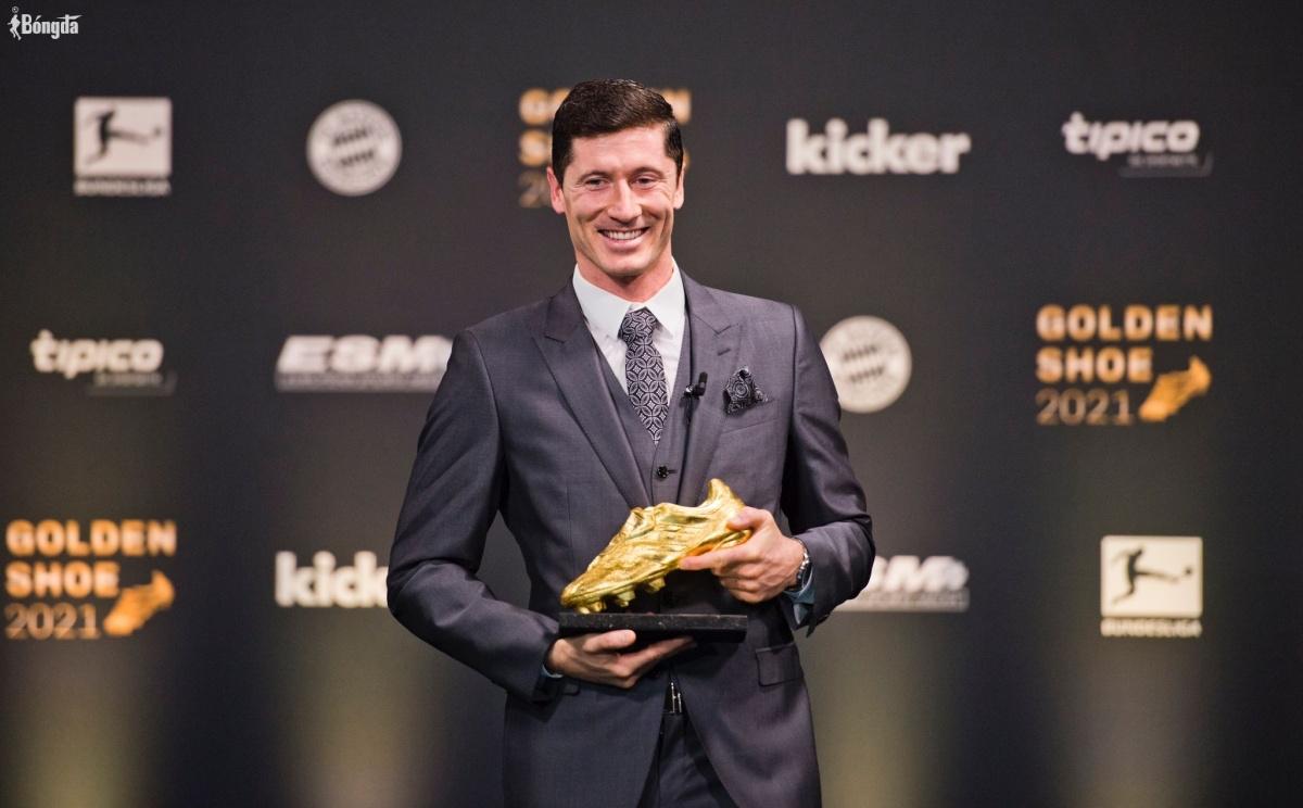 Lewandowski lần đầu đoạt Chiếc giày Vàng, đánh bật Ronaldo khỏi Top 2 FIFA 22