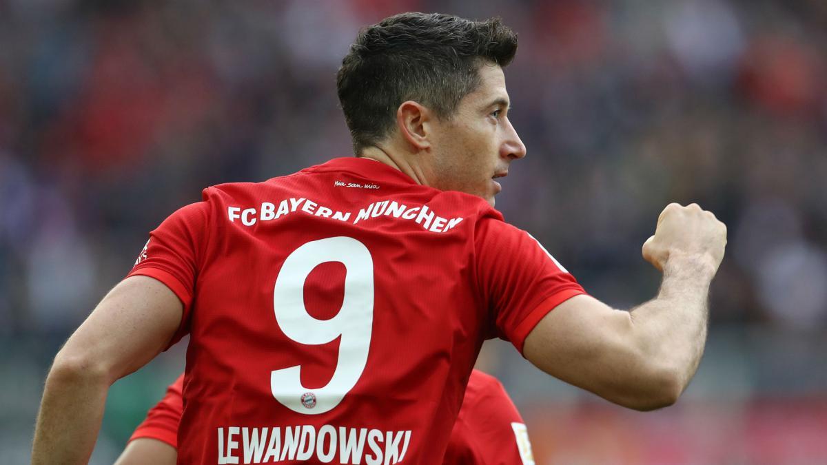 """Hansi Flick: """"Robert Lewandowski xứng đáng với giải thưởng cầu thủ xuất sắc nhất của FIFA"""""""