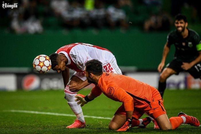 Vượt mặt Ronaldo, Messi, tiền đạo của Ajax ghi 4 bàn thắng trong ngày ra mắt Champions League 2021/22