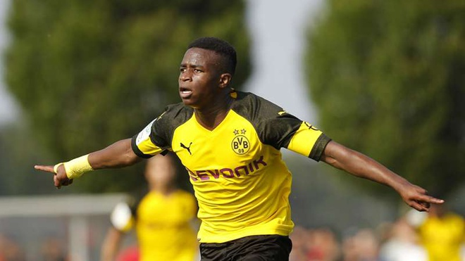 Cầu thủ 15 tuổi của Dortmund sẽ thi đấu tại Champions League 2020/21