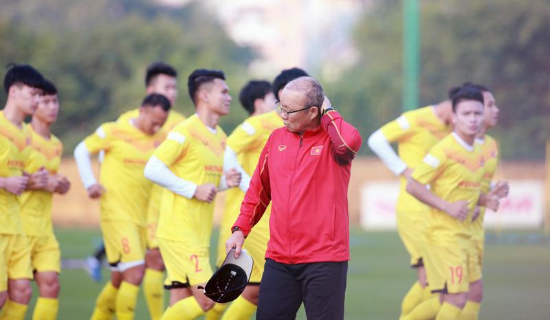 """HLV Park Hang Seo """"vỡ mộng"""" thu tiền phạt ĐTQG Việt Nam"""