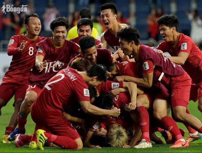ĐTQG Việt Nam được Bộ trưởng Văn hoá Thể thao và Du lịch khen tặng