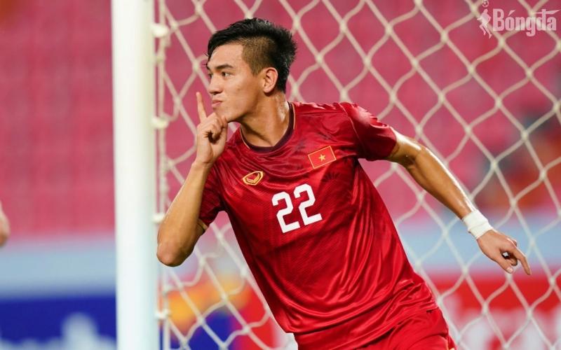 """Tiến Linh đánh bại Zhang Yuning giành danh hiệu """"Ngôi sao tương lai"""" của AFC"""