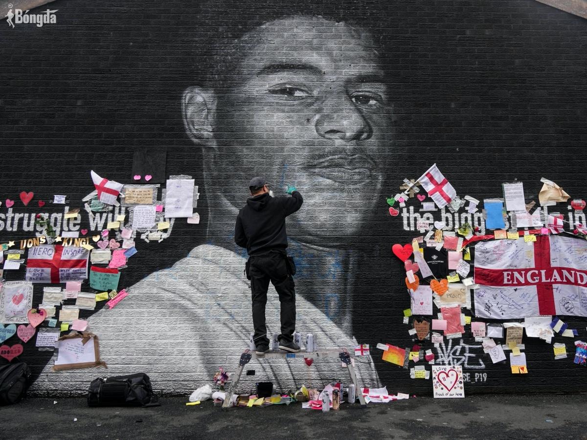 """Marcus Rashford """"tan chảy"""" trước bức ảnh được phục chế sau EURO 2020"""