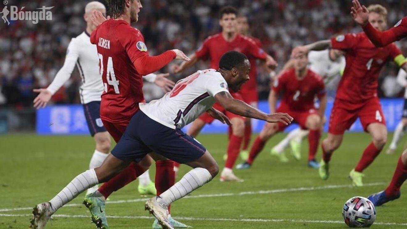 Euro 2020: Tranh cãi quả phạt đền của Raheem Sterling trong chiến thắng Anh trước Đan Mạch