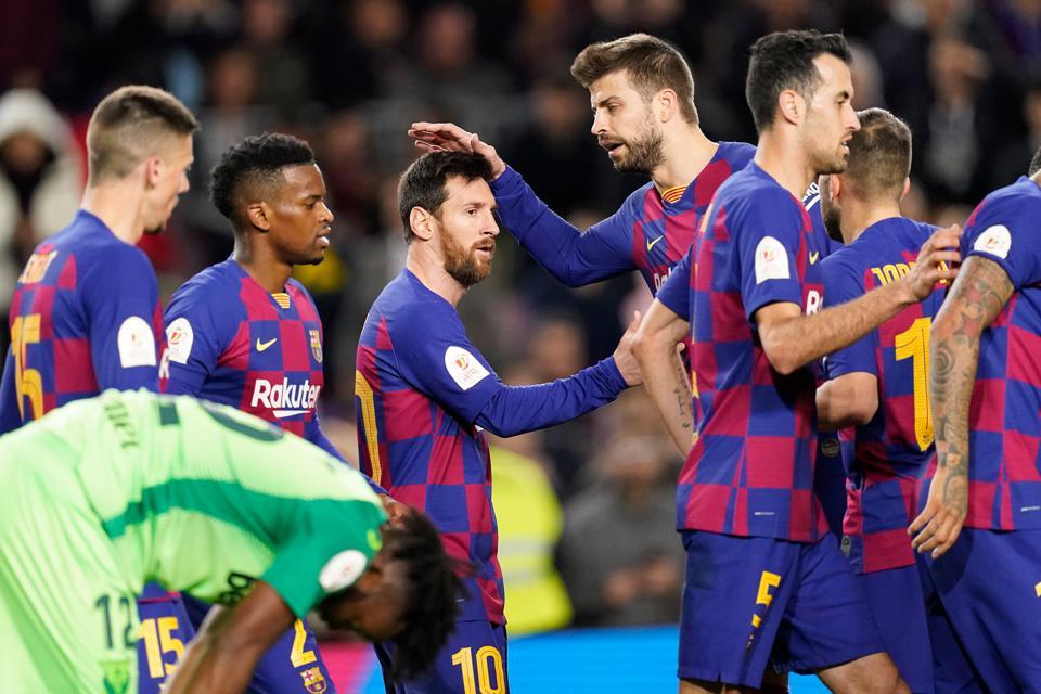 Cuộc chiến không hồi kết của BLĐ Barca và các cầu thủ về vấn đề giảm lương