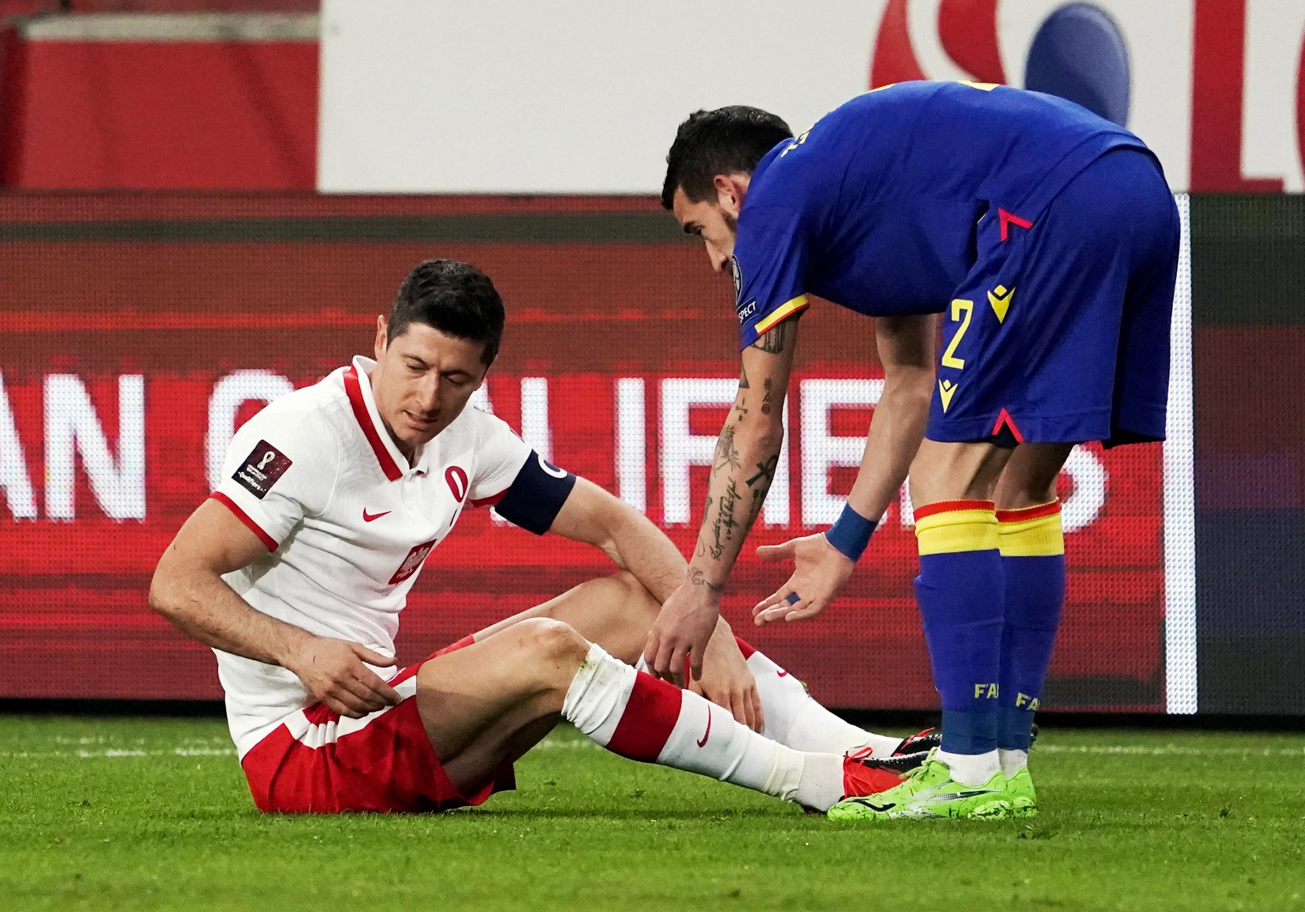 Lewandowski bỏ lỡ cả hai lượt trận với PSG vì chấn thương đầu gối