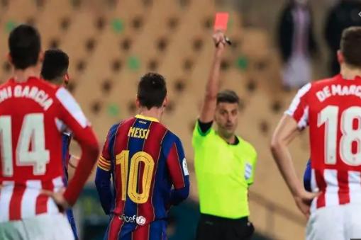 Messi có thể phải đối mặt với án phạt cấm thi đấu 4 trận vì thẻ đỏ
