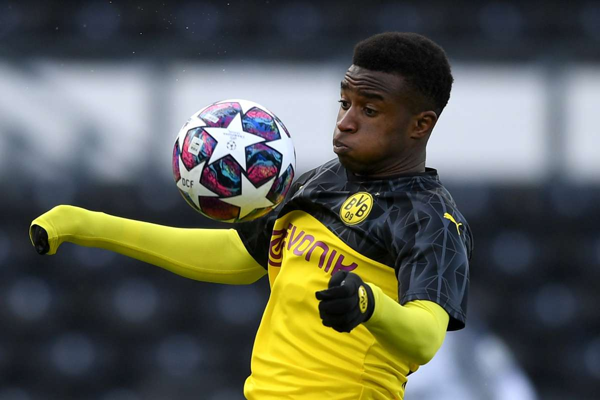 "Emre Can của Borussia Dortmund tin rằng: ""Youssoufa Moukoko sẽ thích nghi với Bundesliga"""