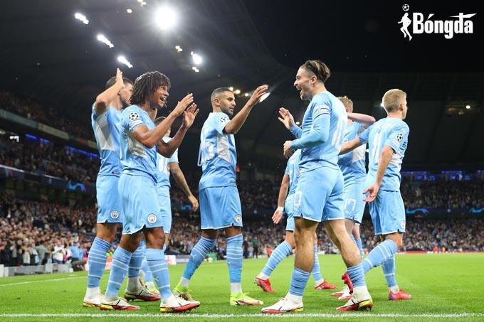 Man City và Liverpool chiếm ưu thế, sao trẻ Ajax ghi bốn bàn ngày ra mắt