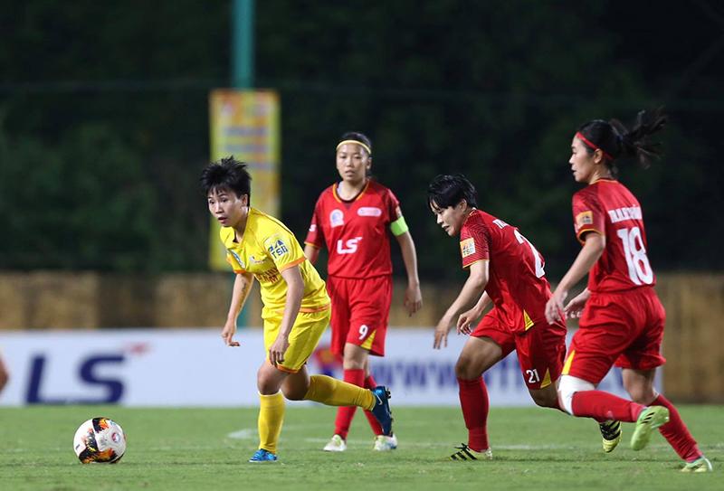 Phong Phú Hà Nam bỏ đá phản đối trọng tài ở giải nữ quốc gia