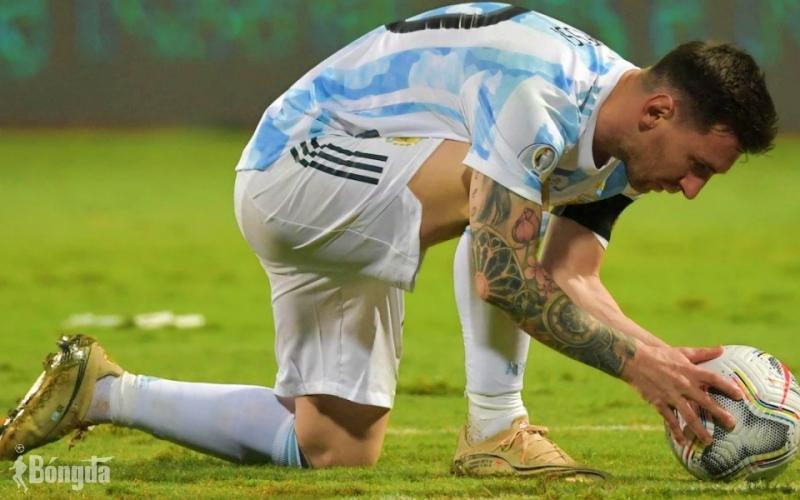Messi kịp ghi siêu phẩm trước khi trận đấu giữa Argentina và Brazil bị huỷ bỏ?