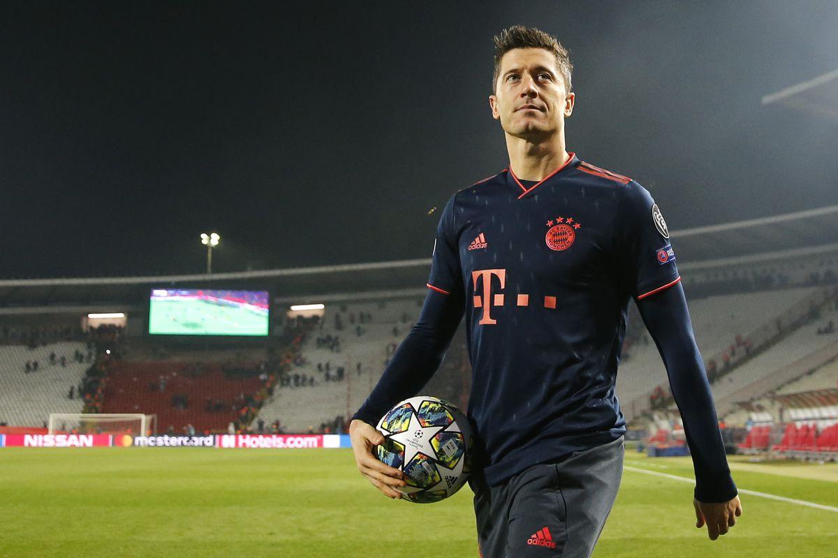 """Robert Lewandowski nói đùa rằng giờ anh ấy có thể mời Messi và Ronaldo vào """"chung bàn với mình"""""""
