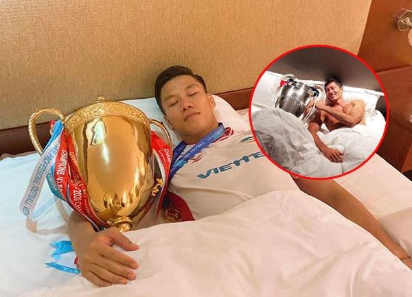 """Nhìn cách Quế Ngọc Hải ăn mừng chức vô địch V-League, fan """"réo gọi"""" tên Lewandowski"""