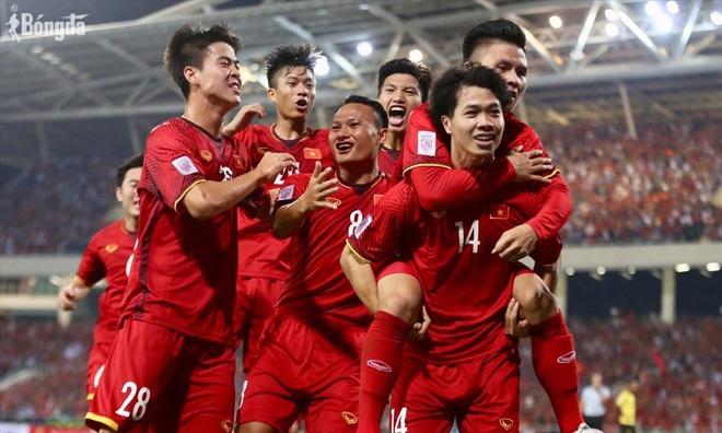 Cần gì HL 14 hay cô tiên xanh, cầu thủ Việt Nam ồ ạt quyên góp ủng hộ nước nhà