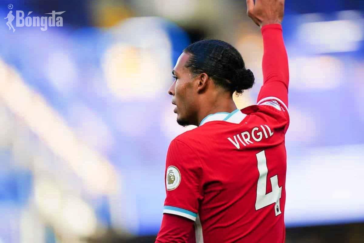 Trở lại sau chấn thương nghiêm trọng, Van Dijk gửi thông điệp ý nghĩa đến CĐV Liverpool