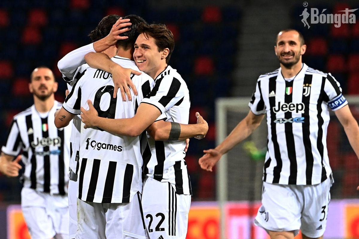 Napoli sảy chân nhường vé cho Juventus vào Champions League mùa tới