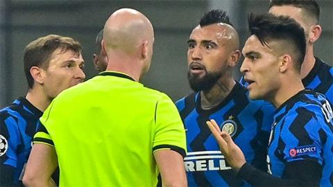 """Arturo Vidal nhận thẻ đỏ , Real Madrid bắt Inter Milan trả giá cho sự """"thiếu kỷ luật"""""""