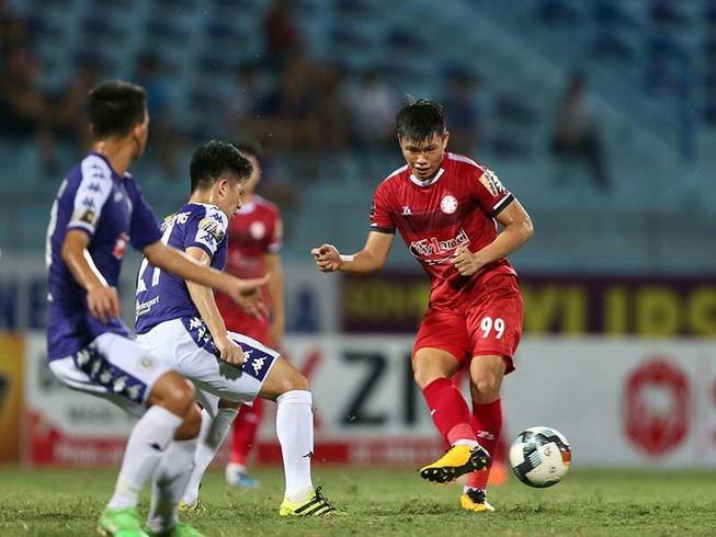 """Tốn hàng chục tỷ """"mua sắm"""" cầu thủ, TP. HCM vẫn bại trận trước Hà Nội FC"""