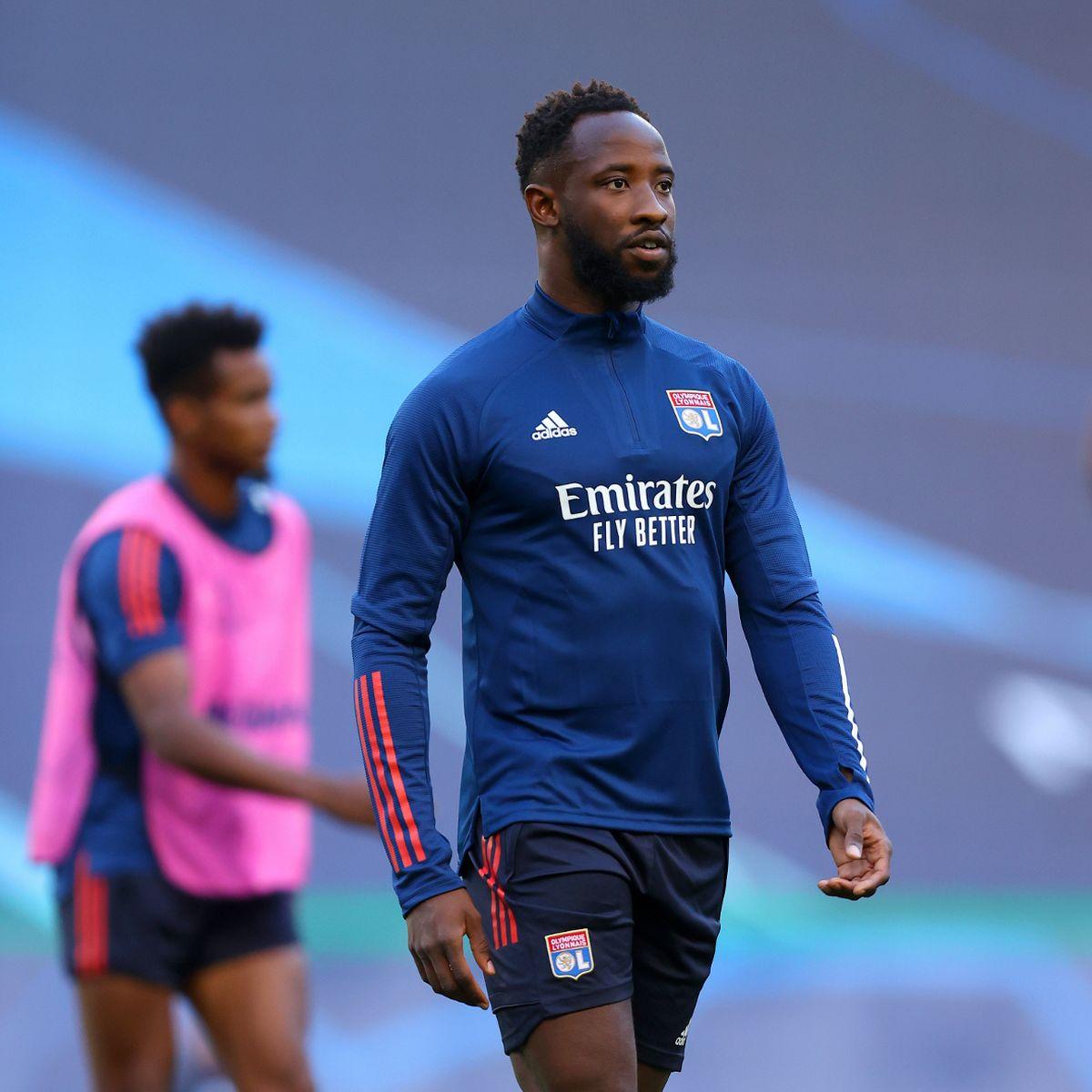 Tiền đạo Moussa Dembele của Lyon bị gãy tay trong buổi tập