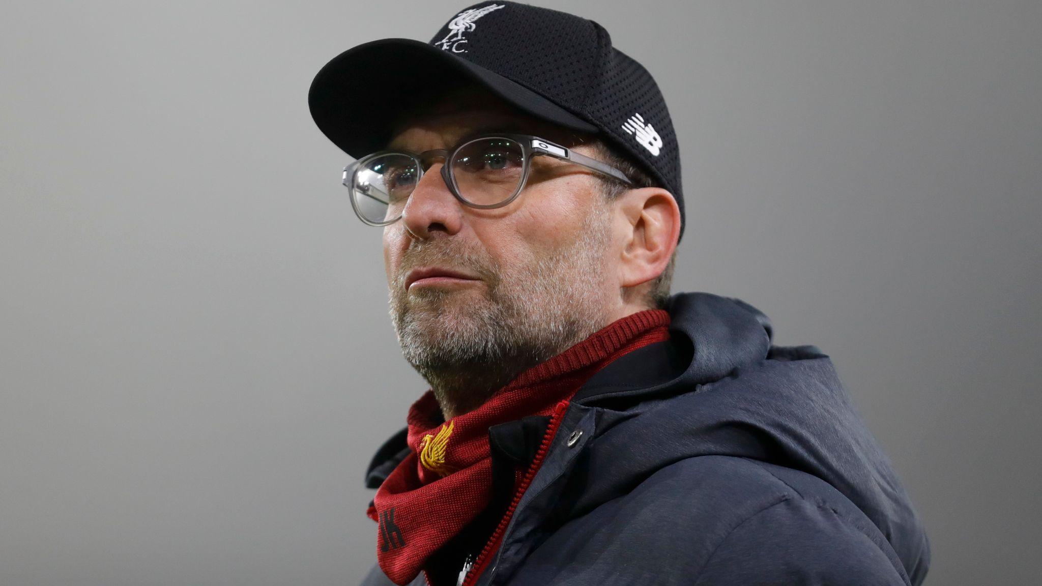 Jurgen Klopp đối mặt với quyết định của Roberto Firmino khi Liverpool tính đại tu hàng tiền vệ
