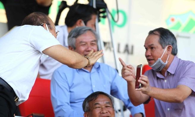 """Chủ tịch CLB Quảng Ninh lên tiếng sau vụ """"lùm xùm"""" bị bầu Đức phê phán"""