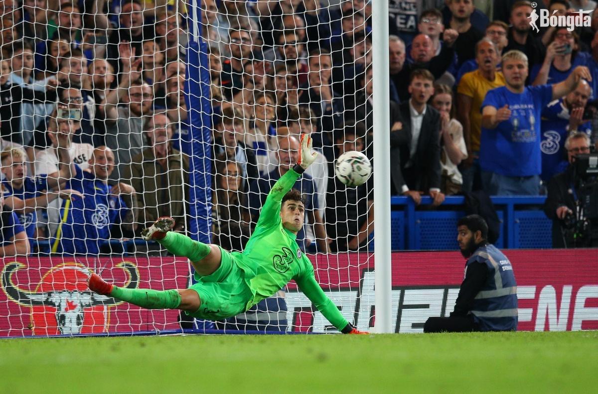 Thủ môn Kepa tỏa sáng, cứu Chelsea ngay trên chấm luân lưu