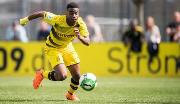 """Dortmund điền tên """"sát thủ"""" ghi bàn 15 tuổi vào danh sách thi đấu UEFA Champions League"""