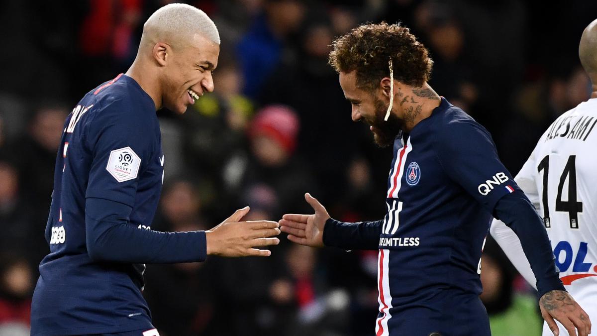 """Neymar và Mbappe khiến PSG """"khổ sở"""""""