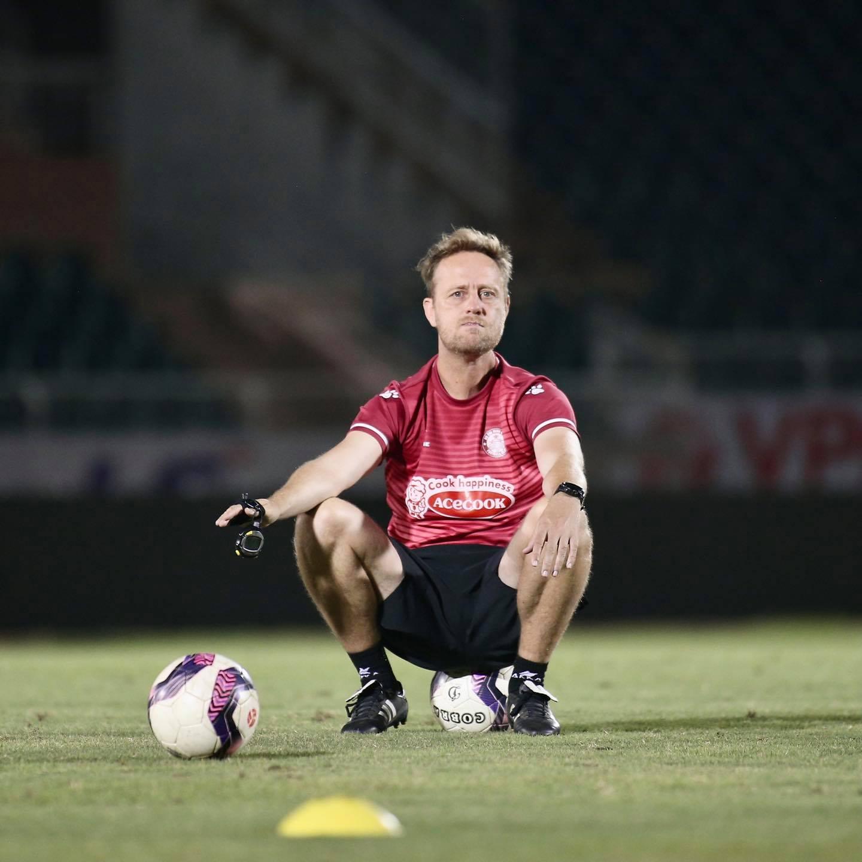 """CLB TP.HCM tham vọng cùng bản hợp đồng """"bom tấn"""" với HLV Alexandre Polking tại V-League 2021"""