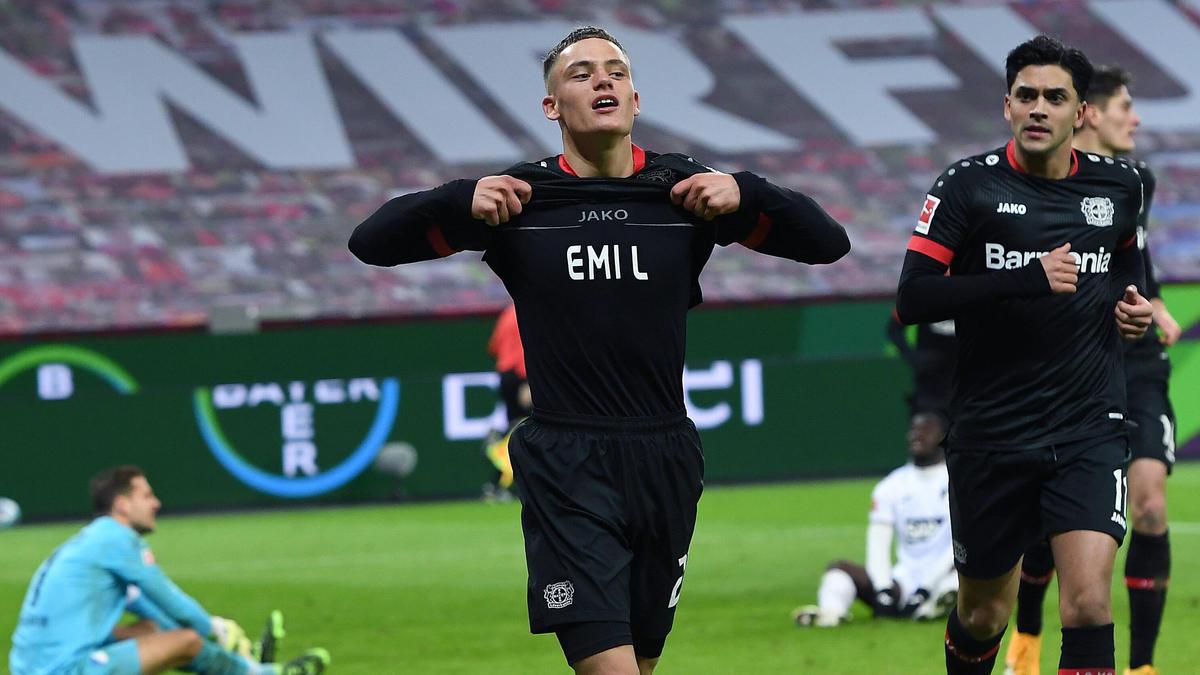 Huấn luyện viên Hansi Flick của Bayern Munich vô cùng ngưỡng mộ ngôi sao của Bayer Leverkusen, Florian Wirtz