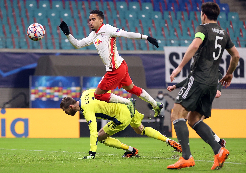 Paul Scholes phê bình gay gắt thủ môn David de Gea sau bàn thua thứ ba tai hại của MU trước RB Leipzig